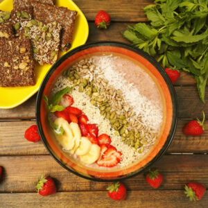 Flax porridge with srwaberry